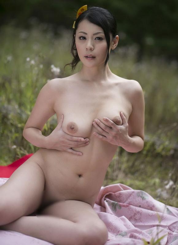 naked-beauty-japan-girls-lift-dresses-video