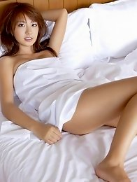 Brunette angel Azusa Yamamoto looks delicious laying in bed