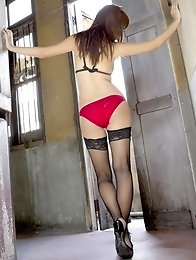 Gravure idol Azusa Yamamoto with a delicious body in red lingerie and stockings